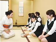 心理学・コミュニケーション論・華道・礼法・美術・手話 充実の一般教養科目で豊かな知性と教養を学ぶ